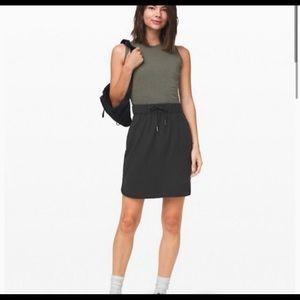 Lululemon on the fly skirt sz 2 new black